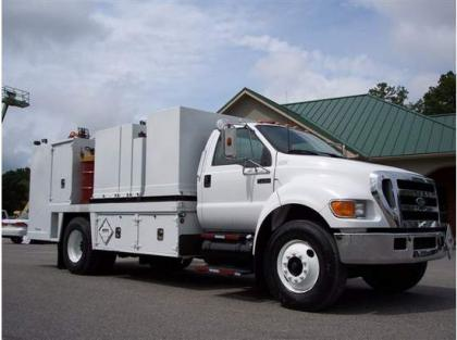 2004 FORD F750 FUEL TRUCK