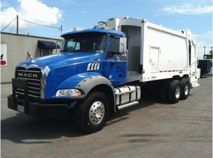 2012 MACK GRANITE GU813 GARBAGE TRUCK