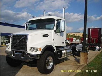 2013 VOLVO VHD64 CONVENTIONAL DAY CAB